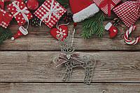 Новогодняя игрушка олененок с морозным узором