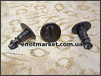 Крепление защиты моторного отсека Seat Cordoba / Ibiza / Inca. ОЕМ: 8D0805121B