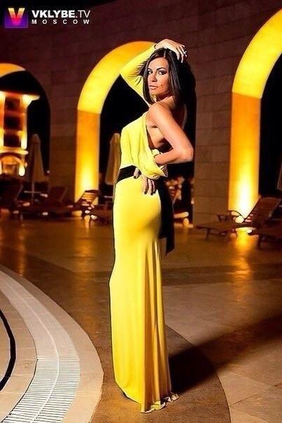 Длинное желтое платье Микс