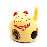 Кошка Манэки-нэко машущая лапой кремовая 9х8х7,5см пластик (27863A)