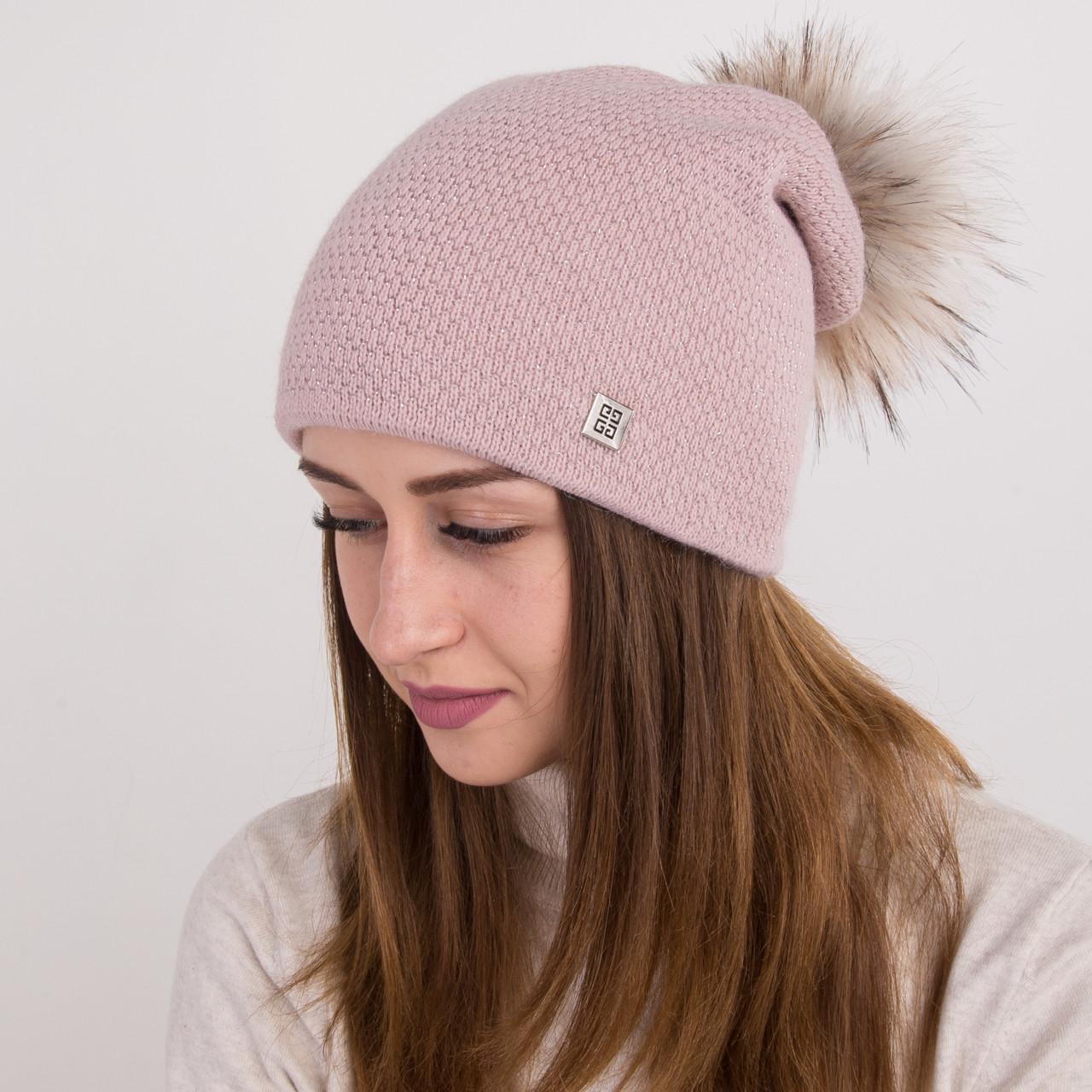 Вязанная шапка с меховым помпоном для женщин - зима 2018 - Артикул 2166 (пудра)