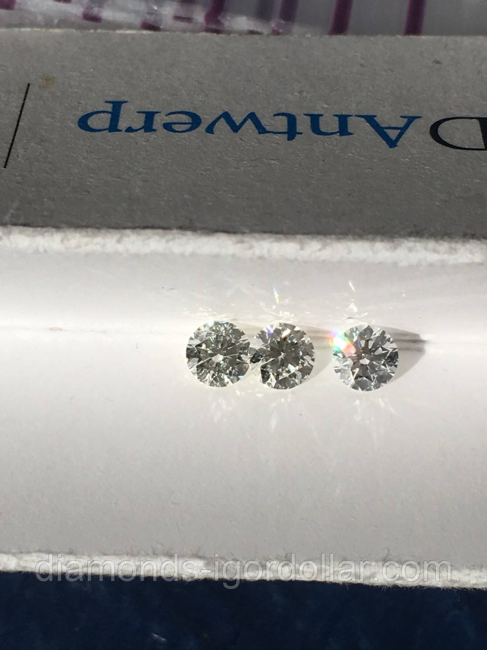 Бриллиант натуральный природный идеально белый чистый купить в Украине 3,2 мм 0,12 карат 2/3-2/4