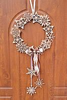 Новогодний резной декор из дерева