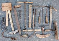 Старовинний інструмент, утварь для декору.