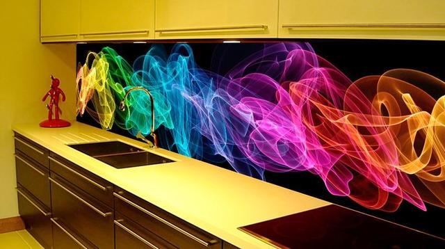 Стеклянный фартук для кухни - дым в цветных лучах света