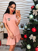 Красивое короткое платье оборка с нашивкой только розовое