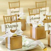 Бонбоньерки в виде золотых стульчиков, красивые и оригинальные коробочки для конфет на свадьбу