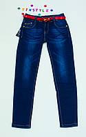 Очаровательные джинсы  для девочки на рост 152