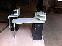 """Маникюрный стол """"Стандарт"""" с тремя выдвижными ящиками и двумя полками для лаков"""