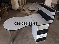 """Маникюрный стол """"Стандарт """" с выдвижными ящиками и тремя полками для лаков"""