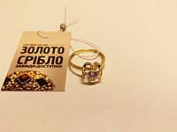 Кольцо золотое со вставками, б/у, вес 2.24 грамм, размер 17,5.