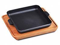 Сковородка для подачи порционная 19х19х3 см. чугунная на деревянной доске Brizoll
