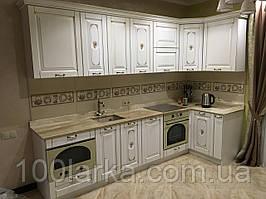 Кухня деревянная (ясень) с резным узором  под заказ