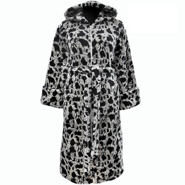 Теплый женский махровый халат с капюшоном и карманами