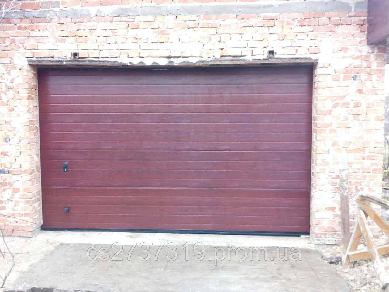 Гаражные секционные ворота  DoorHan 3000*2200