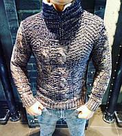 Теплый свитер с мехом на воротнике