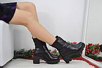 Стильные зимние ботинки черного цвета с декоративными пряжками