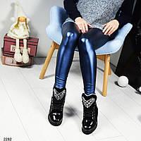 Зимние лакированные женские ботинки на шнуровке черные
