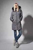Утепленное зимнее женское пальто серого цвета