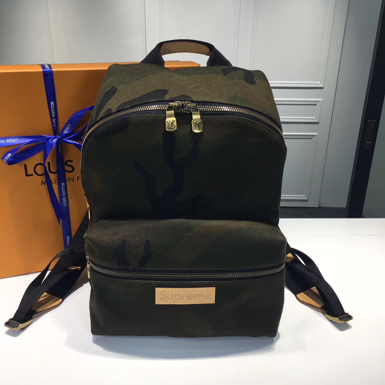 a5cdca186a0b Рюкзак Louis Vuitton X Supreme городской камуфляж, цена 9 800 грн ...