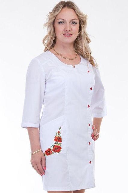 Медицинский халат с вышивкой Маки