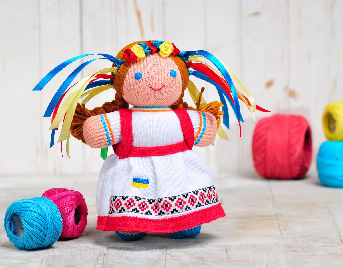 Вязаная кукла «Девочка Украиночка» (красно-белая) ФРЕЯ