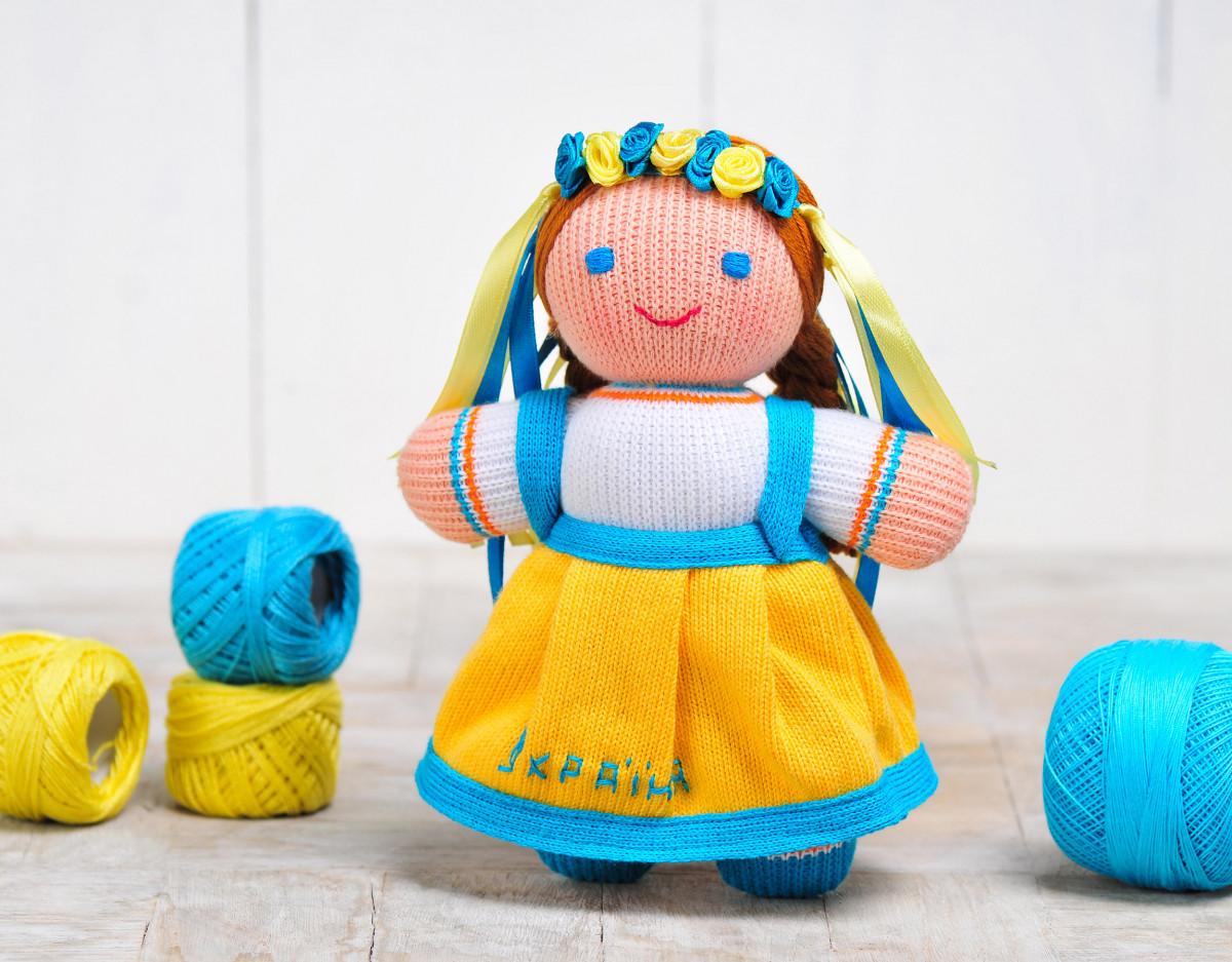 Вязаная кукла «Девочка Украиночка» ( жёлто-голубая) ФРЕЯ