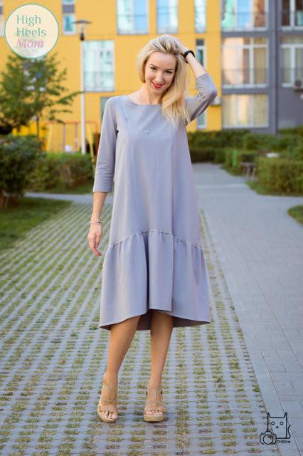 Платье свободного силуэта с оборкой для беременных и кормящих мам HIGH HEELS MOM (серое)