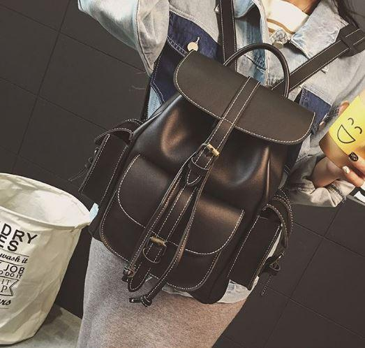 Рюкзак женский с карманами на затяжке коричневый.