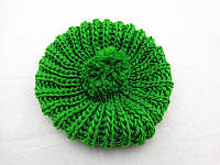 Модный женский вязанный берет зеленого цвета