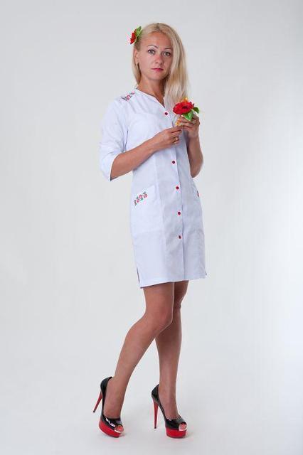 Модный медицинский халат с вышивкой