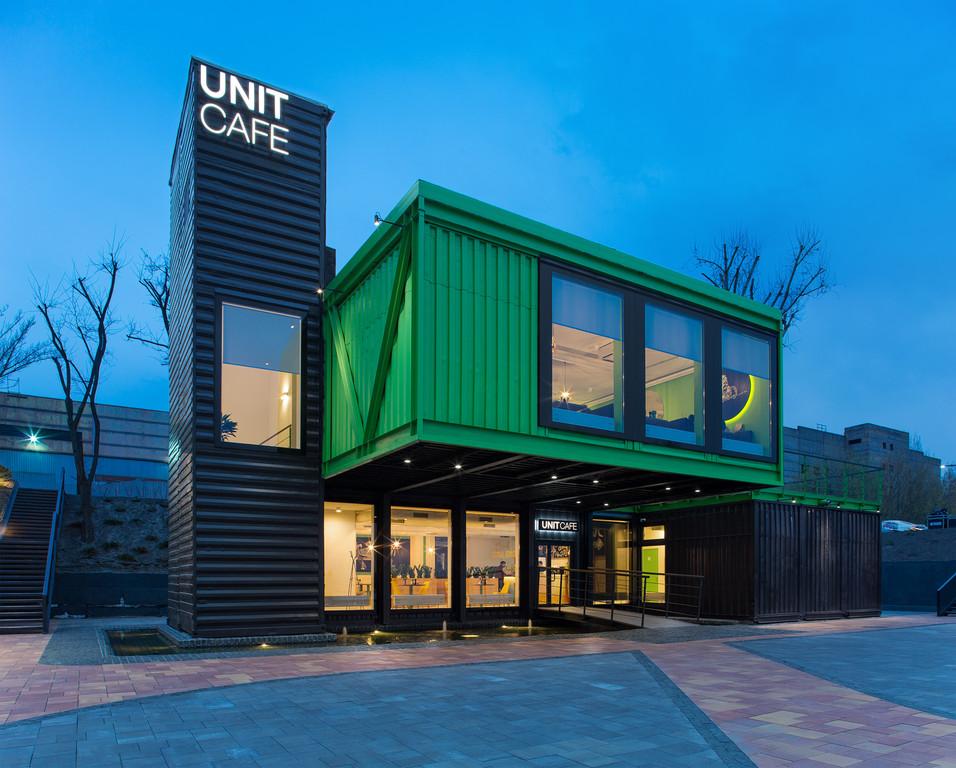 Кафе из морских контейнеров UNIT CAFE