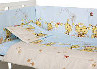 Защита бампер в детскую кроватку Пчелки голубой из двух частей