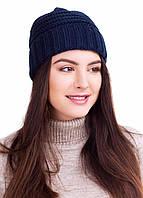 Темно-синяя теплая шапка