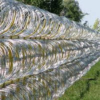 Колючая проволока (Егоза)Спиральный барьер безопасности d-900 (3 скобы)