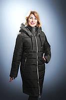 Стильная женская куртка на холлофайбере больших размеров черного цвета
