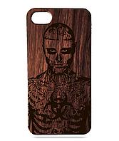 Деревянный чехол на Iphone 7 plus с лазерной гравировкой Рик Дженест Красное Дерево