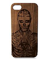 Деревянный чехол на Iphone 7 plus с лазерной гравировкой Рик Дженест Орех