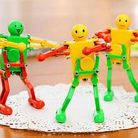 Симпатичный Танцующий робот заводная игрушка случайный цвет