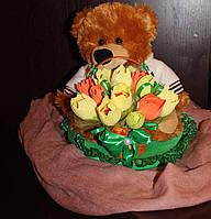 Мишка с тюльпанами