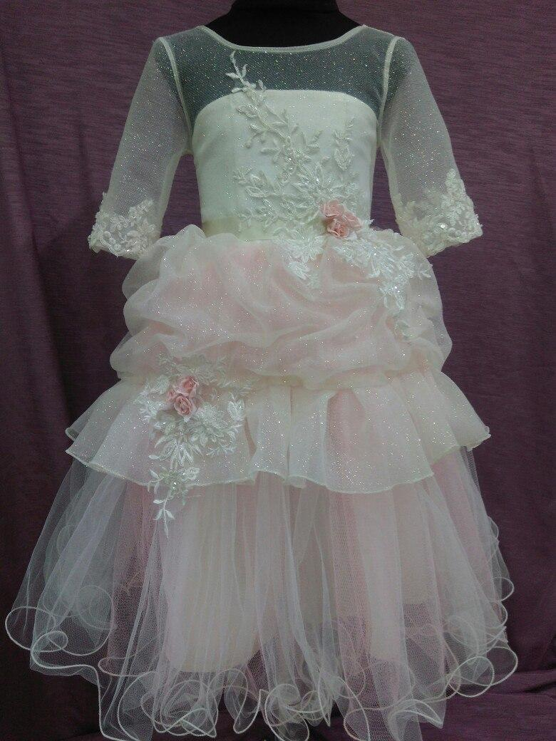 Нарядное детское платье молочное с розовым на 3-5 лет