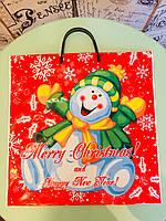Цветной полиэтиленовый пакет с пластиковой навесной ручкой 37*40 см Новый год