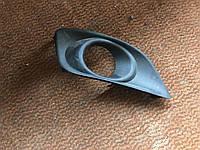 Рамка противотуманки Toyota Avensis T25