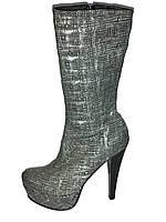 Кожаные женские демисезонные стильные сапоги на высоком каблуке