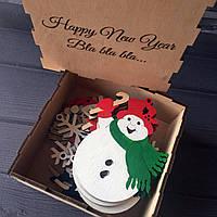 Новогодние цветные игрушки из дерева в коробке