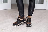 Модные, женские, зимние кроссовки из натуральных материалов на ребристой, резиновой подошве.