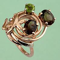 Золотий перстень  з хризолітом та топазом