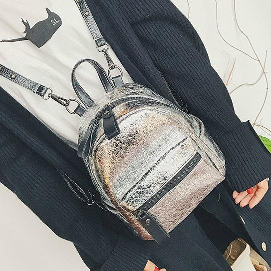 серый женский рюкзак