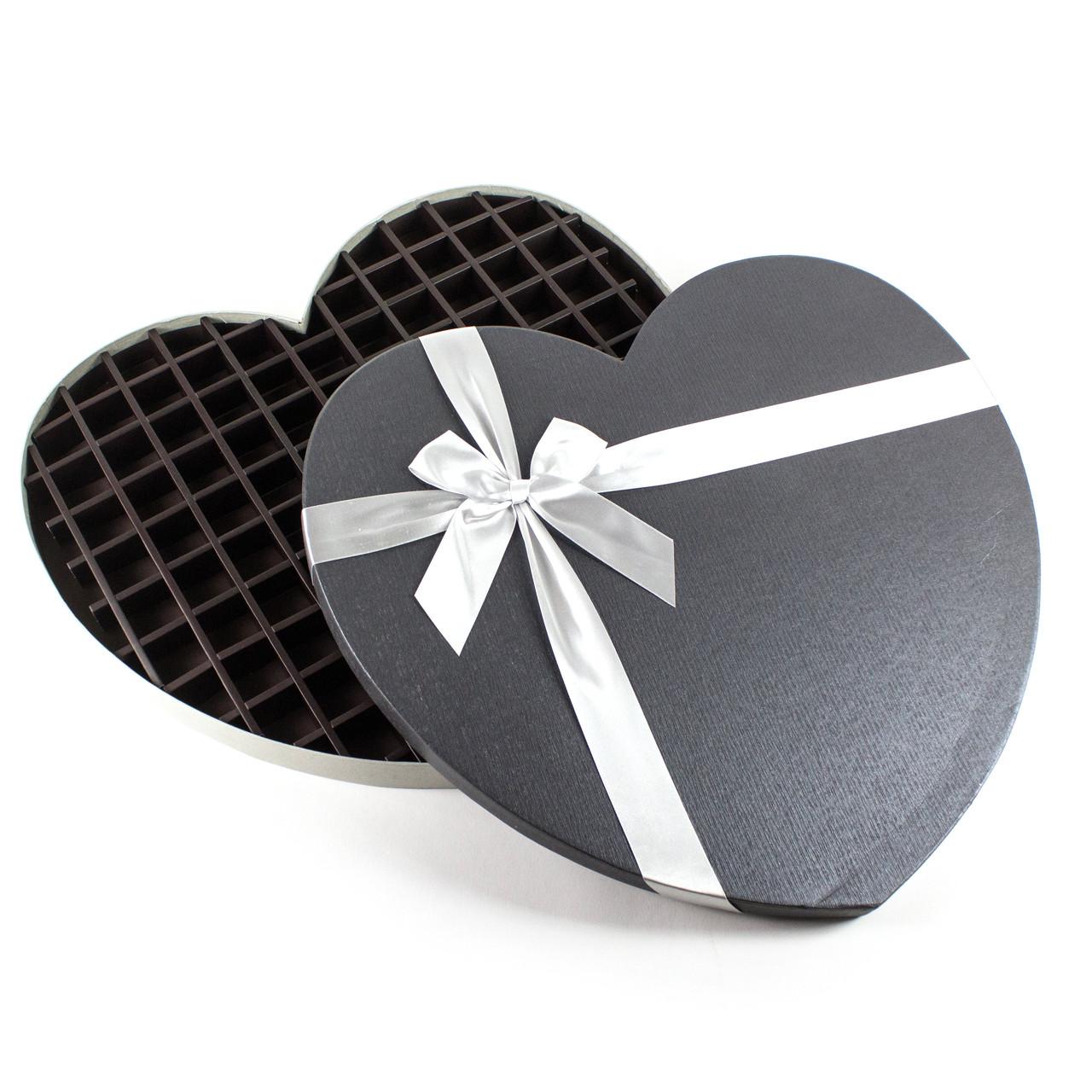 Подарочная коробка в форме сердца большая серая 47 x 43 x 4 см