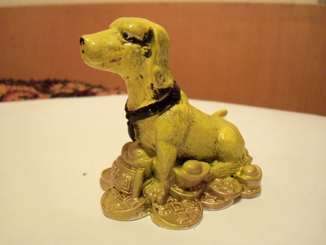 Статуэтка Собака Такса на монетах